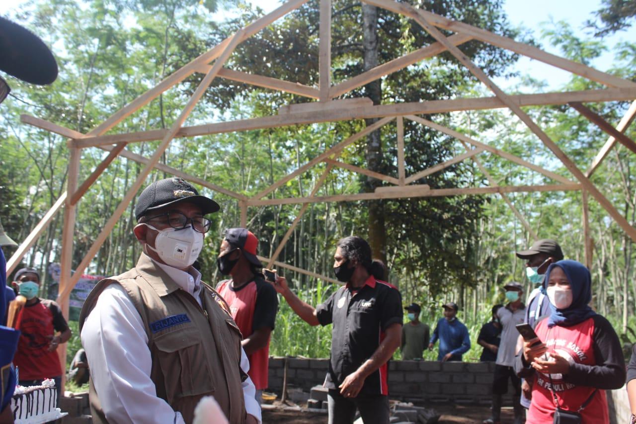 Pemkab Blitar Salurkan Bantuan Bedah Rumah kepada Warga Desa Modangan