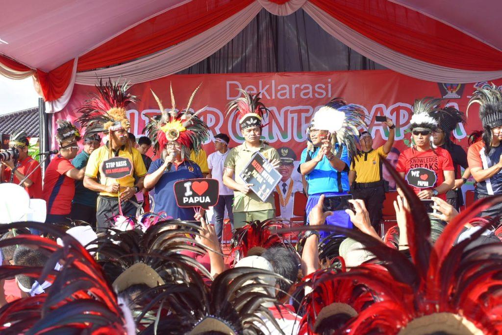Senam Bersama dan Deklarasi Blitar Cinta Papua