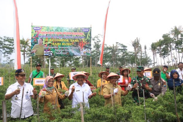 Peresmian Embung dan Panen Cabai Keriting di Desa Kaligambir