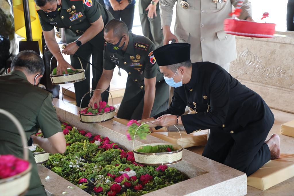 Wakil Bupati Blitar dampingi Pangdam V Brawijaya dan Wakapolda Jatim Ziarah Makam Bung Karno
